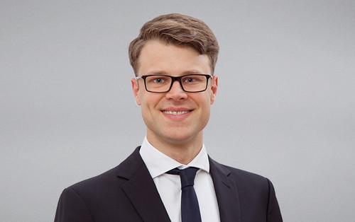 dr Maximilian Decker